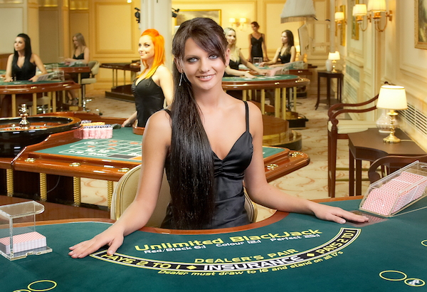 Blackjack with live dealer at live casino